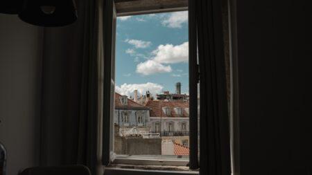 Jak zasłonić okno